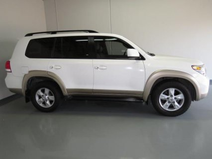 2011 Toyota Land Cruiser V8 - $17,500