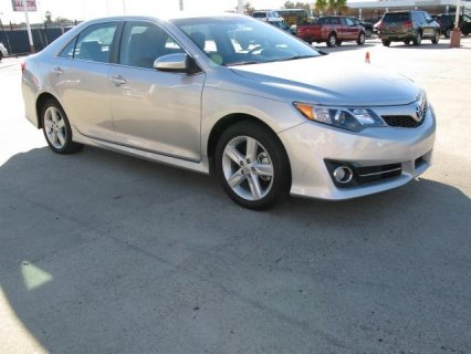 Selling: My 2012 Toyota Camry SE‏