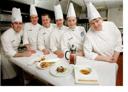 متوفر طباخين تخصص الطبخ الغربي والمغربي والأوروبي والإيطالي  والشرقي