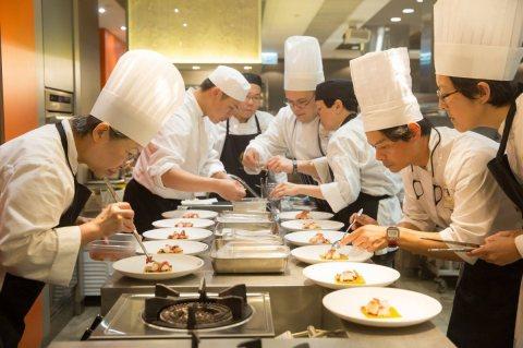 مكتب الوفاق يوفر لكم من الجنسية المغربية أمهر الطباخين في جميع التخصصات