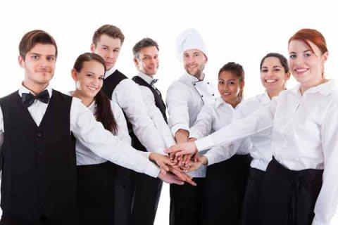 طاقم شامل من شيفات وطباخين للعمل بالفنادق والمطاعم عبر شركة الأسمر من المغرب