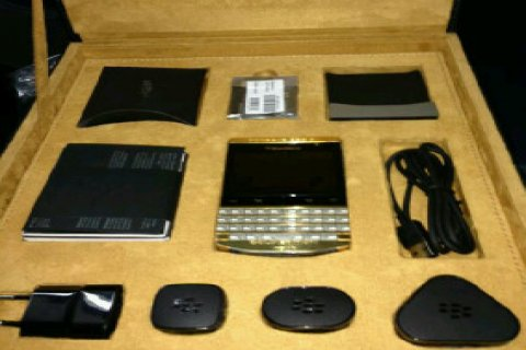 BLACK BERRY PORSCHE GOLD+ARABIC KEY BOARD:PIN:2A70853C