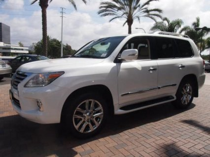 للبيع Lexus Lx570 2013 ( Gulf Spec )  Call or WhatsApp CHAT  +25