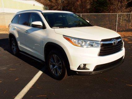 Selling My 2014 Toyota Highlander XLE 4dr SUV