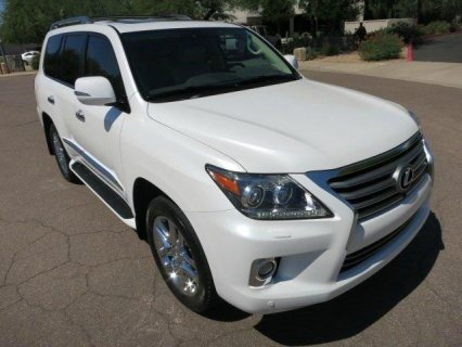 NEATLY USED 2013 LEXUS LX 570,FOR SALE.